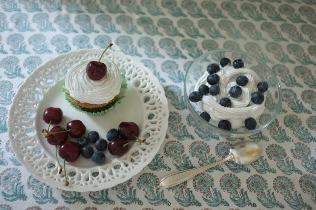 La crème fouettée sans gluten ni lactose pour décorer les dessers et accompagner les fruits