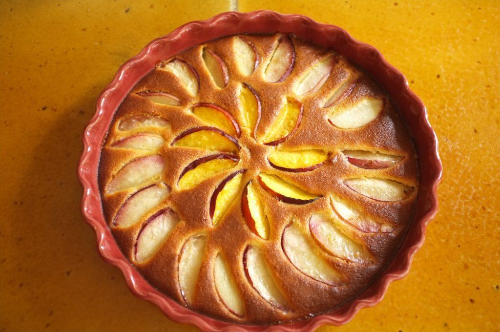 Le gâteau sans gluten amande et brugnon à la sortie du four, tout doré, prêt a être dévoré...