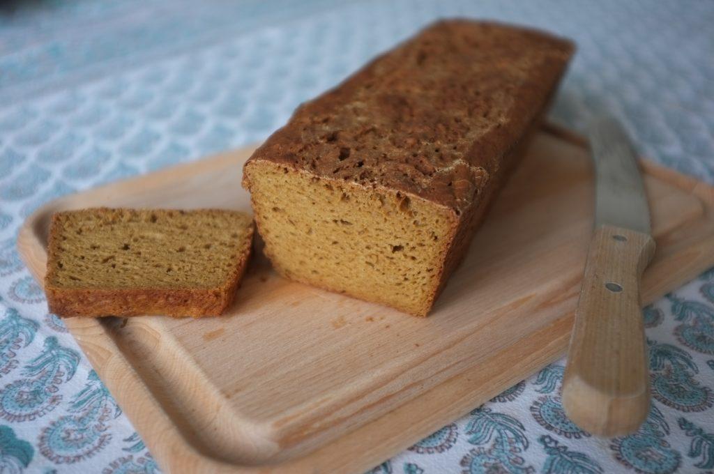 le pain sans gluten à la farine de teff est d'une belle couleur brune et d'un déliceiux gout de noisette
