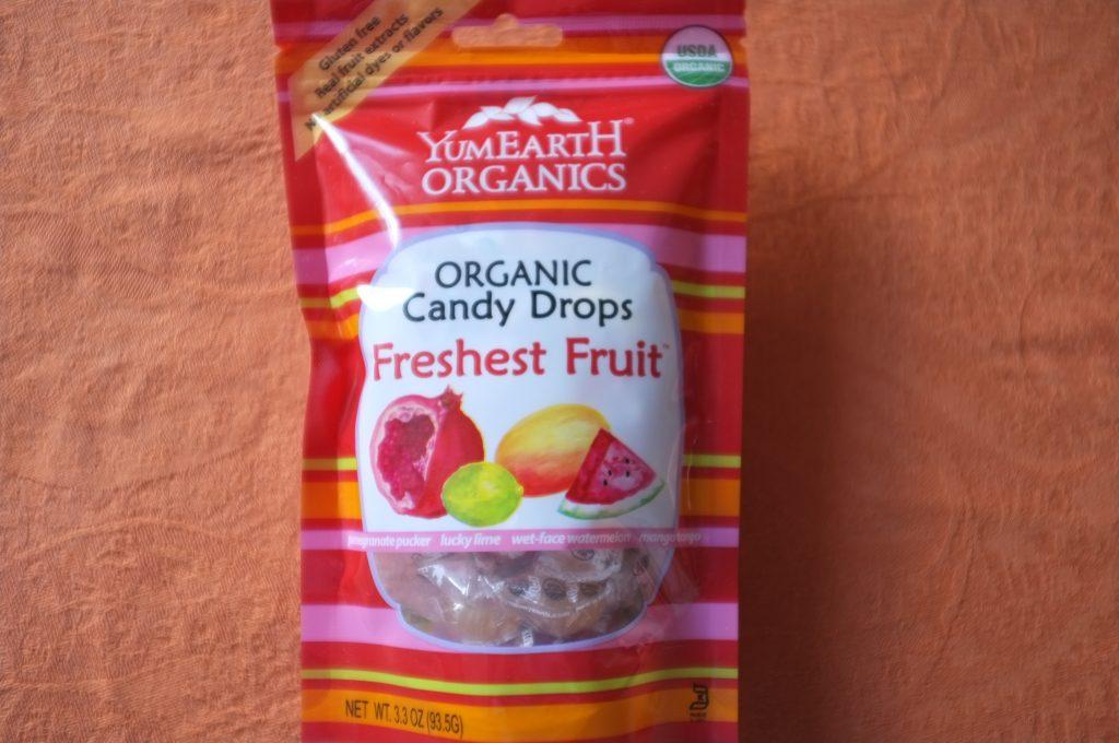 Les bonbons YumEarth. J'aime que les bonbon soient embalé individuellement, surtout pour les petits enfants.
