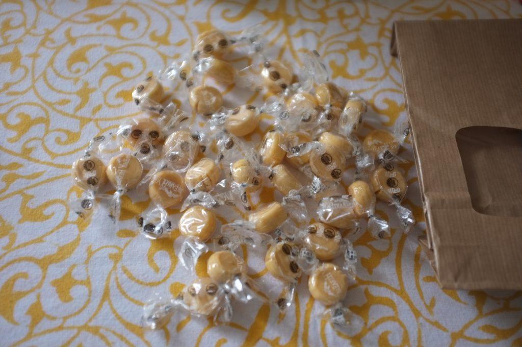 Les bonbons Butterscotch au stand YumEarth seront parfait pour se glisser dans le calendrier de l'Avent de mon fils