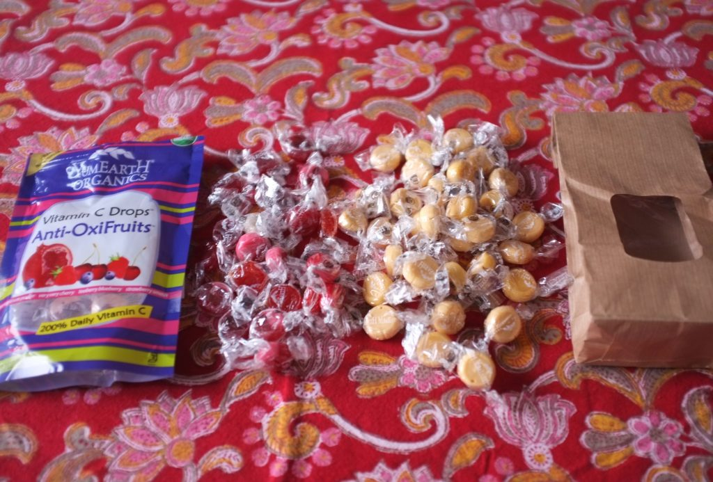 les bonbons Yumearth aux fruits rouges ( et vitamines C) et au caramel.